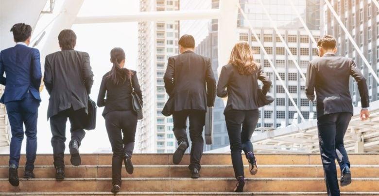 Jak małe firmy mogą łatwo zarządzać transferami wstecznymi? 3